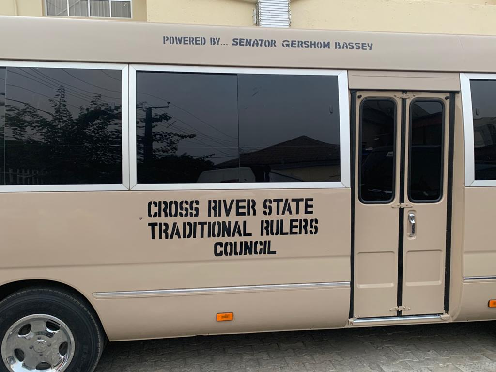SEN. GERSHOM BASSEY PRESENTS A 32, SEATER COASTER BUS TO CRS TRADITIONAL RULERS COUNCIL.